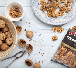Borges - mediterranean cuisine - tip: open walnuts without breaking them